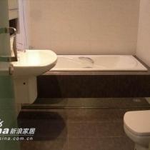 卫浴,还是黑白交错,其实白不算恨白,黑也不完全黑,界限的模糊,谁在乎呢