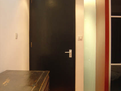 卧室和浴室有一道通透的磨砂玻璃哦