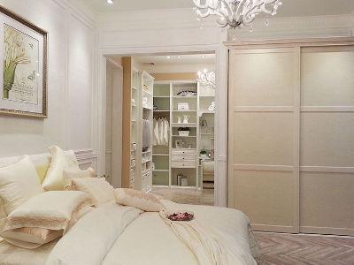 本案以整体功能实用为卖点。衣柜采用掩门的设计形式。整套床体、床头柜、梳妆台都配合得恰当好处,整体的和谐色彩和舒适配搭,在省钱的同时让每一寸空间发挥得淋漓尽致。