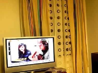 我们的电视机柜实际是一个专业的音响架,简单的结构,是胖的宝贝
