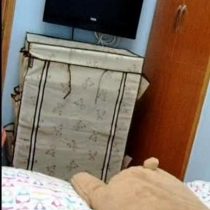 床尾的电视机