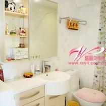 """洗手间其实蛮小的,洁具的柜子是一套,很方便的可以储""""藏""""化妆品"""