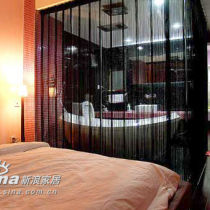 卧室与客厅以纱为帘,极显妖娆之感