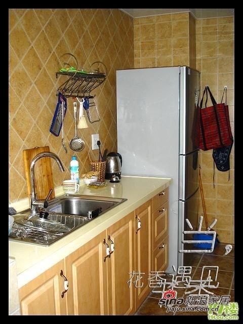 接下来是厨房!因为超喜欢做饭,怕时间久了油烟难清理,所以厨房一切都以实用为主