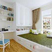▲兼具休闲与办公的书房,采用了榻榻米的形式,色调仍然保持地中海特点的白色。