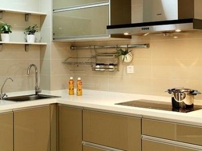 最后再来看看厨房的样子吧,绿色的厨柜很清新的