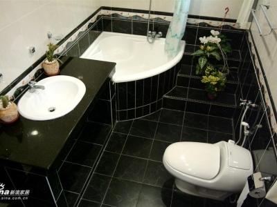 黑白的沐浴室