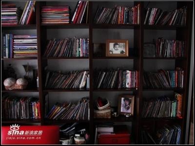 给大家看看上面的东西,都是我和宝宝爸的收藏DVD。超多的说,还有一些没放上去