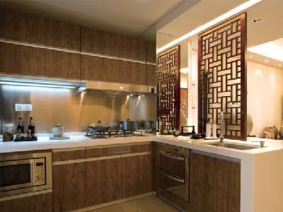 厨房区域,运用现代与中式相结合的方式去展现,屏风的运用,可以很好的隔离开视线,也起到装饰作用。