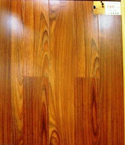宏耐强化复合地板-泰国柚木王T7213