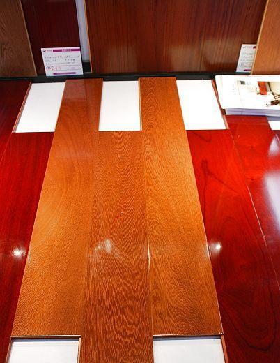 柏瑞实木复合地板鸡翅木