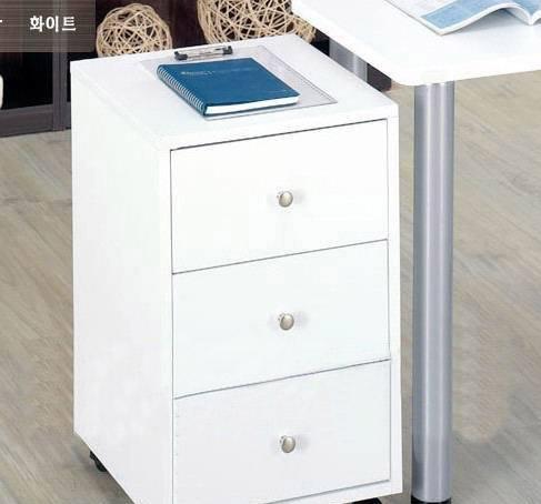 彭友家私浮雕白可移动三抽小柜<br />浮雕白可移动三抽小柜
