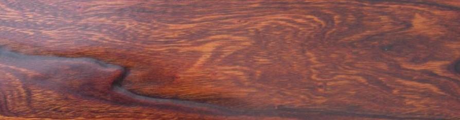 辛巴静幽海澜实木复合地板