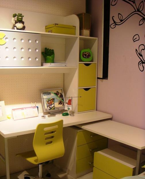 多喜爱彩色儿童家具-书桌+书架8M058M05