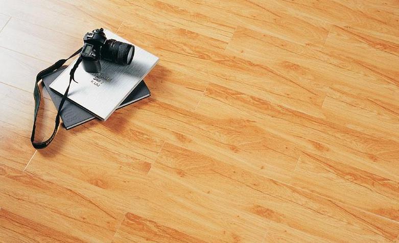 标王强化复合地板运动模压系列B2160-乡村小白杨