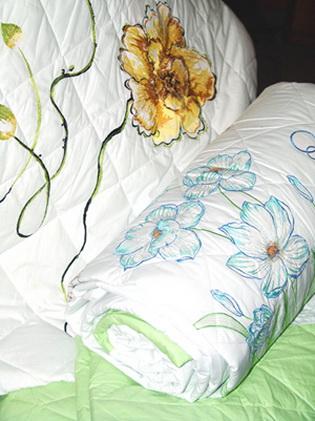 绣花凉丝被,绣花毛巾被,七孔冷气被,香薰被