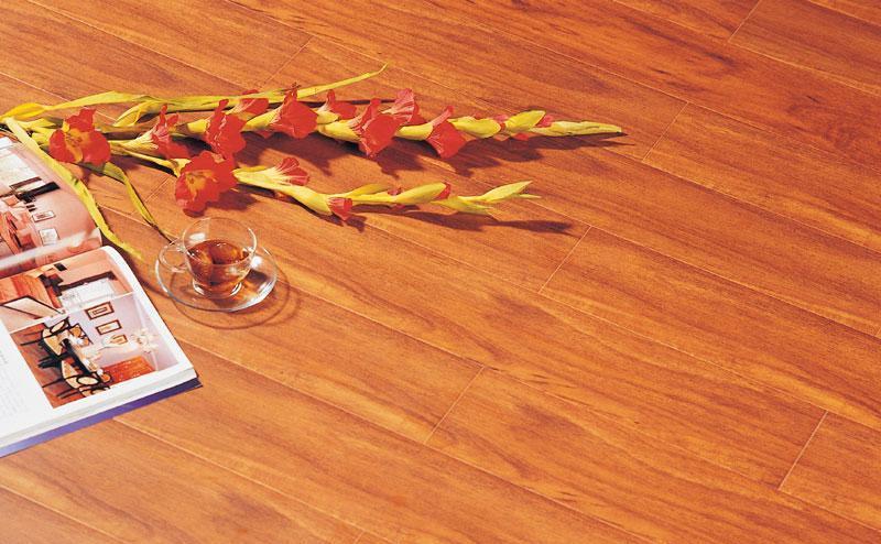 标王强化复合地板全健康模压系列B8120-巴西红B8120-巴西红木