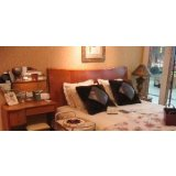 健威-梳妆台+床