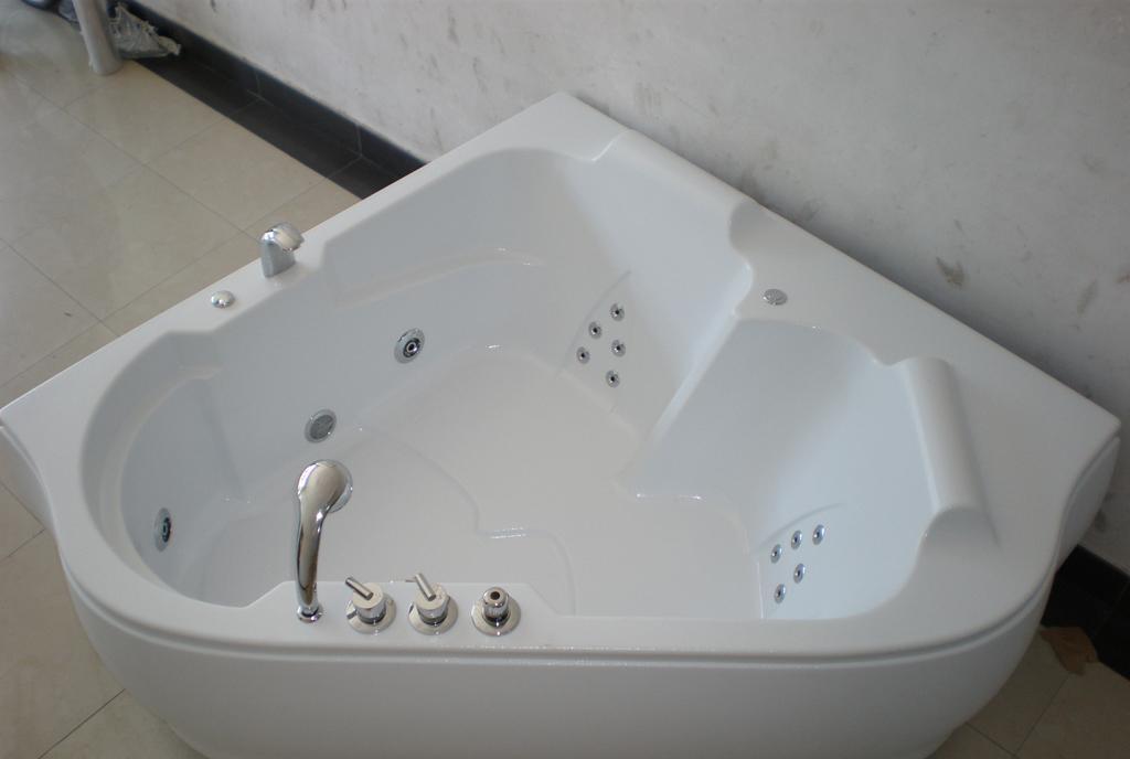 欧纳卫浴按摩浴缸贵族1616-1.2