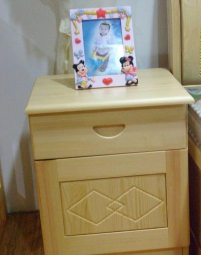 香柏年松木菱形床头柜C01<br />C01