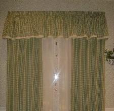 居佳伴-绿色格窗帘