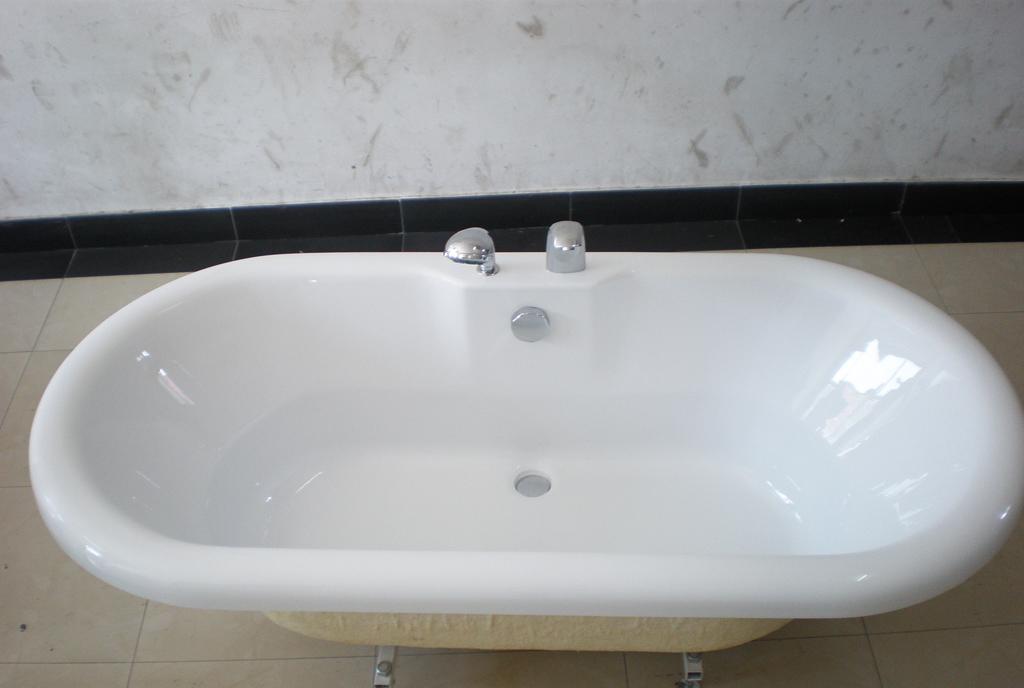 欧纳卫浴普通浴缸芭提亚QR-33