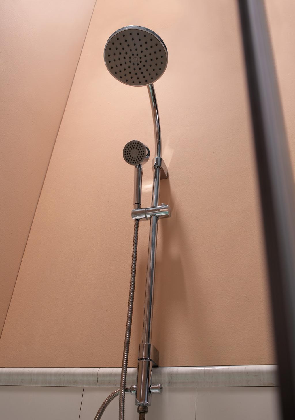 吉事多乐活系列挂墙式双花洒浴缸龙头 GT-6451-1GT-6451-11-HT