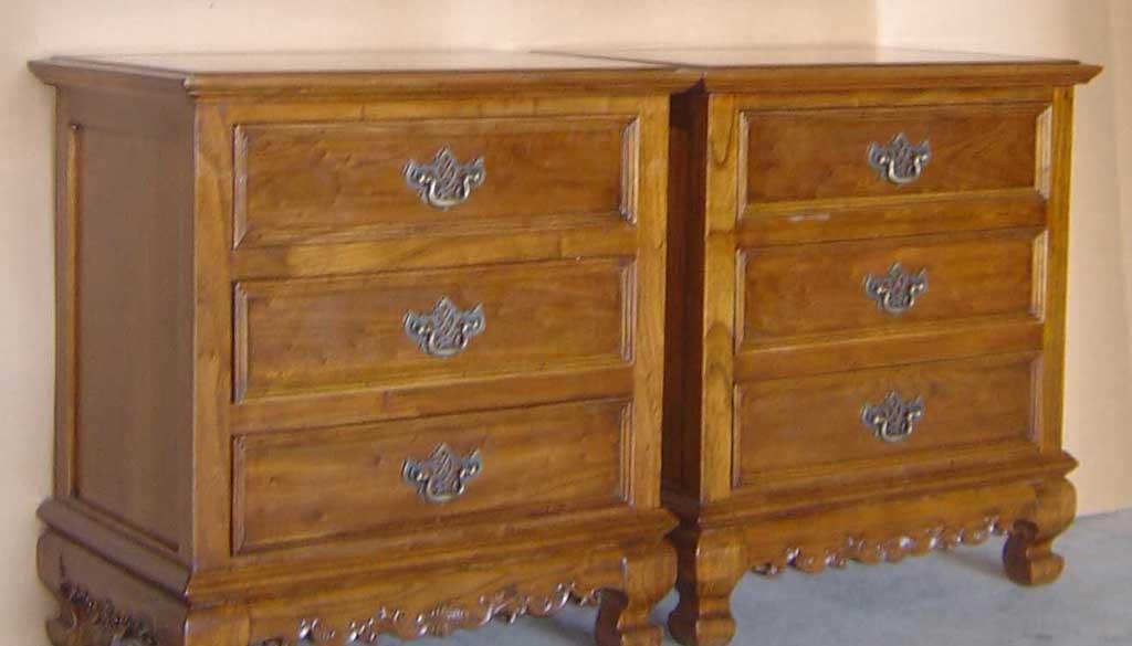 明清华盛卧室家具西式三抽床头柜西式三抽床头柜
