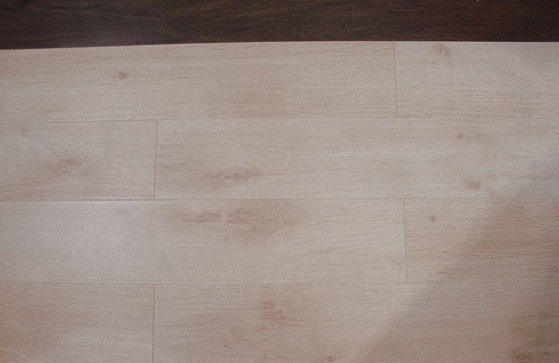 福人强化复合地板淡雅橡木2389ZMZJ2389