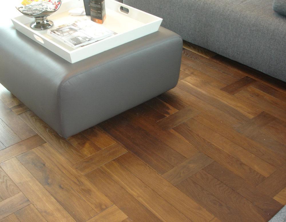 金鹰艾格三层实木地板方格方格